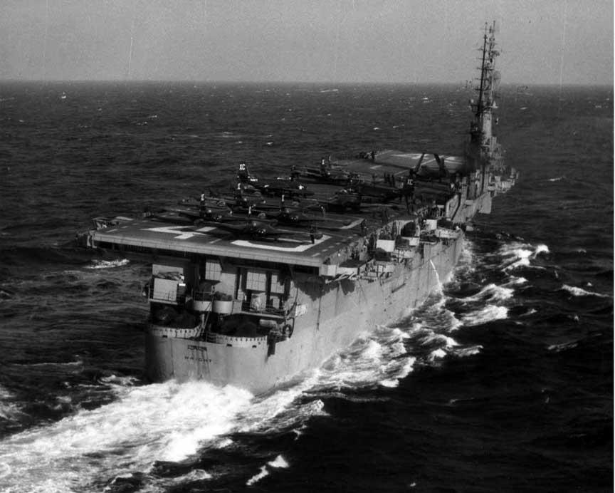 USS Wright (CVL-49) на ученьях